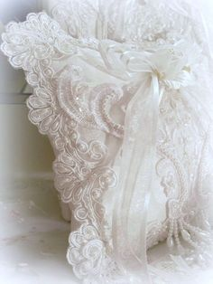 Dreamy white ribbon and lace                                                                                                                                                                                 Plus