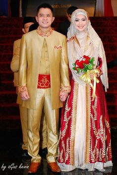 Ideas western bridal pictures grooms for 2019 Bridal Hijab, Hijab Bride, Wedding Hijab, Bride Groom Dress, Muslimah Wedding Dress, Hijab Style Dress, Muslim Wedding Dresses, Dress Muslimah, Javanese Wedding