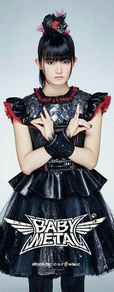 Suzuka Nakamoto #SU-METAL #BABYMETAL Metallic Wallpaper, Heavy Metal Bands, Yui, Concerts, Aesthetics, Kawaii, Entertainment, Japanese, Female
