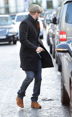 Street Style: David Beckham - The Homme Depot Look Fashion, Winter Fashion, Mens Fashion, Fashion Coat, Sharp Dressed Man, Well Dressed Men, Gq, Looks Style, My Style
