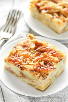 This bread pudding recipe is easy to make with just a few simple ingredients. Th… This bread pudding recipe is easy to make with just a few simple ingredients. This is one of our family's favorite recipes and perfect served with a big scoop of ice cream! Easy Pudding Recipes, Bread Recipes, Baking Recipes, Dessert Recipes, Pudding Ideas, Cuban Recipes, Top Recipes, Simple Recipes, Cake Recipes