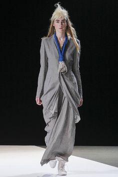 Yohji Yamamoto Spring 2013 Ready-to-Wear Fashion Show - Sasha Valarino (WM)