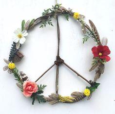 Boho Hippie Wildblumen Federn Frieden Kranz von FoundandFeathers