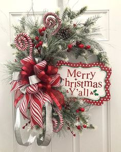 The Christmas countdown is just launched! Bring the magic of Christmas to your home! Because it is not always easy to imagine a Christmas decoration and holiday table consistent and really like you, deco. Christmas Candy Cane Decorations, Christmas Wreaths To Make, Holiday Wreaths, Rustic Christmas, Christmas Home, Christmas Crafts, Christmas Quotes, Merry Christmas, Christmas Ideas