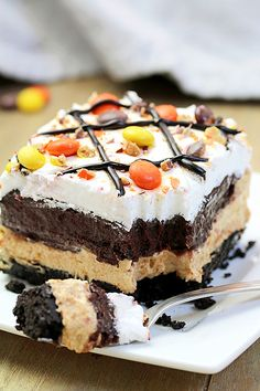 Reese s Pieces Peanut Butter Chocolate Lasagna simple and easy no bake layered rich taste dessert with Reese s pieces Oreo cookies peanut butter and chocolate pudding topped with cool whip Reese s pieces and chocolate syrup Layered Desserts, Köstliche Desserts, Holiday Desserts, Chocolate Desserts, Delicious Desserts, Dessert Recipes, Chocolate Pudding, Chocolate Chocolate, Chocolate Lasagna Cake