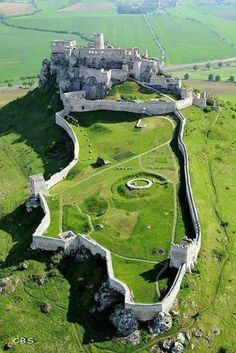 Spiš Castle, Slovakia - The ruins of Spiš Castle in eastern Slovakia form one. Spiš Castle, Slovakia – The ruins of Spiš Castle in eastern Slovakia form one of the largest castle site Beautiful Castles, Beautiful Buildings, Beautiful World, Beautiful Places, Simply Beautiful, Amazing Places, Castle Ruins, Medieval Castle, Castle House