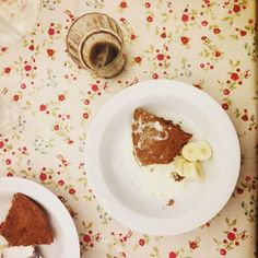 Ginger cake, bananas & cream washed down with homemade, quite aggressive beer. #designersonholiday #glamping #sweden
