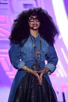 9 Facts About Erykah Badu Black Girls Rock, Black Girl Magic, Black Is Beautiful, Beautiful Women, Gorgeous Hair, Beautiful People, Rap, Afro Punk, Look Fashion