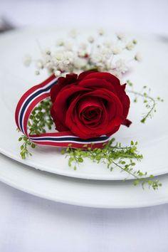 Table decor tips - flowers on a plate / Photo: Mester Grønn