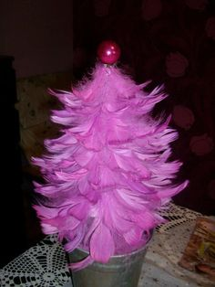 Christmas tree of feathers