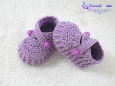 crochet baby shoes baby booties handmade booties by VivianDIY1226, $14.00