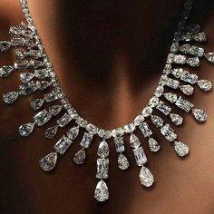@williamgoldbergdiamonds spectacular #ASHOKAdiamond Glitter Necklace.