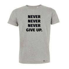Unser Herren Motivation Shirt aus Biobaumwolle: Never never never give up #nevergiveup #nieaufgeben #herren #tshirt #herrentshirt #biobaumwolle #starkbleiben #dranbleiben #motivation #motiviertbleiben #durchhalten #durchhaltevermögen #fit #fitterwerden #fitwerden #abnehmen #geschenkidee #geschenk #training #workout #crossfit #move #sport #bewegung Fitness Workouts, Herren T Shirt, Never Give Up, T Shirts For Women, Cool Stuff, Crossfit, Mens Tops, Sport, Collection