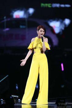Rainie Yang performs in the ceremony http://www.chinaentertainmentnews.com/2015/06/jolin-tsai-biggest-winner-of-hito-music.html