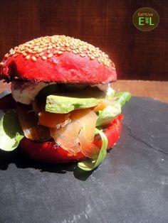 Eat & Live: Hamburguesa de salmón y aguacate en panecillo de Ketchup