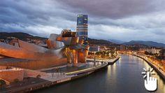Pinche sobre la imagen para desplegar la panorámica completa y acceder a otras imágenes en 360 grados de Bilbao. Ugly Duckling, Basque Country, Europe, Explore, City, Sweet, Night Photography, Nocturne, Buildings
