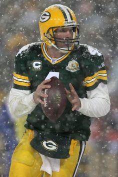 6cc04f9158d Brett Favre Photos Photos - Quarterback Brett Favre #4 of the Green Bay  Packers prepares
