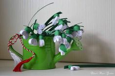 Paper snowdrops by cridiana on DeviantArt Quilling, Origami, Deviantart, Christmas Ornaments, Holiday Decor, Spring, Cards, Gifts, Home Decor