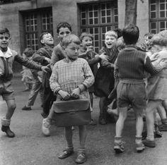 Robert Doisneau, Shy kids with glasses, 1956 © Atelier Robert Doisneau tag: school children crowd Robert Doisneau, Henri Cartier Bresson, Vintage Photographs, Vintage Photos, Willy Ronis, Vintage School, French Photographers, Vintage Paris, 50s Vintage