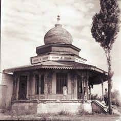 Constanta - Casa Beiului - interbelica Old Photos, Vintage Photos, Western Coast, Bucharest Romania, Black Sea, Old City, Case, Taj Mahal, Ottoman