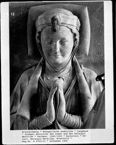 She's wearing an interesting hat/coronet.  Mathilde des Löwen (1230)