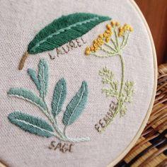 刺繍本よりハーブ3種を刺繍 お友達からのリクエストで、キーホルダーにします!お守りみたいに持ち歩きたい!と言ってもらえて、嬉しかったな♡♡♡ #刺繍 #手作り…