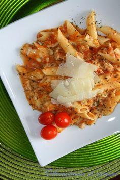 L'an passé, mon amie Francine a passé 1 mois en Italie à visiter, manger et découvrir de bien belles choses. Elle m'envoie un mail par-ci pa... Pot Pasta, One Pot Meals, Macaroni, Food And Drink, Pizza, Restaurant, Meat, Desserts, Recipes