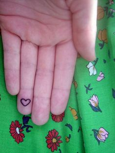 Heart ringfinger tattoo - I don't have a tatto but I love the simplicity in this one!