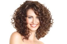 great cut for curly hair, weight-line is at the cheekbones. Ooh, my next haircut?