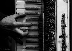 hand playing piano
