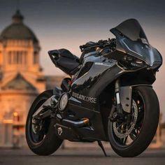 Ooh a Ducati 899 Panigale in black. Moto Bike, Motorcycle Bike, Ducati Motorcycles, Cars And Motorcycles, Custom Sport Bikes, Moto Cross, Super Bikes, Street Bikes, Bike Life