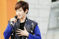 12.07.07 golden bell (cr: all for baekhyun: allforbaekhyun.com)