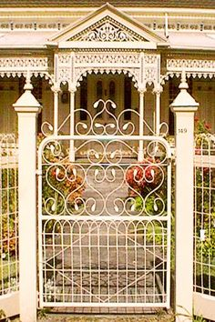 Woven wire fence with inset gate.  I need this for the courtyard