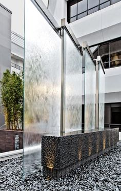 6 Classy Ways to Incorporate Indoor Water Fountains in Home architecture 6 Classy Ways to Incorporate Indoor Water Fountains in Home Stone Water Features, Indoor Water Features, Water Features In The Garden, Indoor Pond, Indoor Water Fountains, Outdoor Fountains, Fond Design, Design Case, Tabletop Fountain