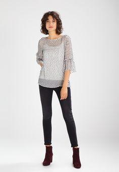 3d69b134 ¡Consigue este tipo de blusas de Mint Velvet ahora! Haz clic para ver los