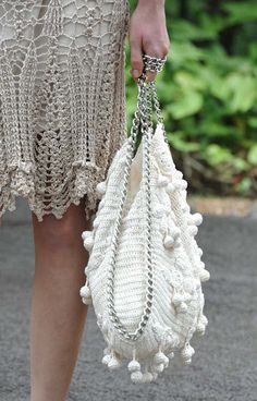 Sac Montoro ~ Free Diagram to Crochet this Beautiful Bag. Bag Crochet, Crochet Handbags, Crochet Purses, Love Crochet, Crochet Crafts, Crochet Clothes, Crochet Stitches, Crochet Patterns, Vanessa Montoro