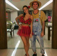 A rose costume so cute Cute Couple Halloween Costumes, Halloween Inspo, Halloween Kostüm, Halloween Outfits, Rose Costume, Flower Costume, Fantasy Party, Maquillage Halloween, Halloween Disfraces