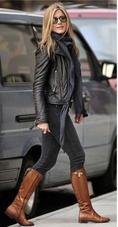 Beautiful Winter Outfits Ideas With Black Leather Jacket 60