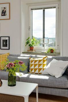 A lovely light filled Swedish apartment. Alvhem.