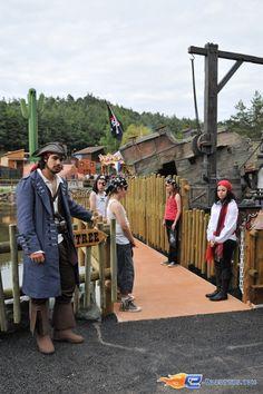 12/18 | Photo de l'inauguration de l'attraction Pirates Attack située à Fraispertuis-City (France). Plus d'information sur notre site http://www.e-coasters.com !! Tous les meilleurs Parcs d'Attractions sur un seul site web !!