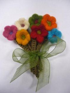 ramito flores en fieltro broche fieltro,ganchillo,lazo de organza broche en fieltro
