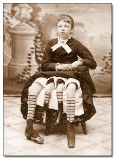 o Myrtle Corbin, que nació en 1868 como una dipygus, que es un término médico para ¿Es una pelvis extra? Oh hombre, él es totalmente. Myrtle pasó sus primeros años en un espectáculo de circo, pero más tarde se casó con un médico, tuvo cinco hijos (con ambos de sus dos sistemas reproductivos funcionales), vivió hasta los 60 años.
