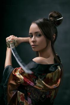 Girls With Knives Warrior Spirit, Shadow Warrior, Warrior Girl, Female Samurai, Samurai Art, Samurai Photography, Portrait Photography, Human Reference, Photo Reference