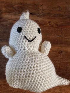 Friendly Ghost Family Free Pattern   By AnnooCrochet Designs              Fall is my absolute favorite season, the Crisp air, the Firewor...