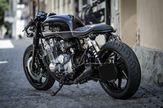 CB750 cafe racer built by RollinBikes