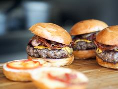 This bacon burger recipe might just be the best hamburger you'll ever try. Served at the famous Michael Jordan's The Steak House in New York City, this bacon burger is to-die-for! And the best part is you can make this burger at home in 20 minutes for les Burger Joint, My Burger, Good Burger, Veggie Burgers, Beef Burgers, Keto Buns For Burgers, Local Burger, Cooking Burgers, Barbecue Burgers
