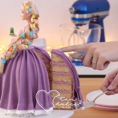 Doll Cake Doll Cake Credit: can find Doll cakes and more on our website. Barbie Doll Birthday Cake, Barbie Torte, Bolo Barbie, Birthday Cake Girls, Lol Doll Cake, Cake Decorating Techniques, Cake Decorating Tutorials, Cake Hacks, Dress Cake