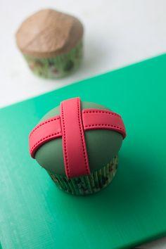 Tutorial holiday cupcakes : Cupcake Perfecto.: Tengo un Cupcake-Regalo para Iluminarte el 2013 (Tutorial con paso a paso fotográfico)