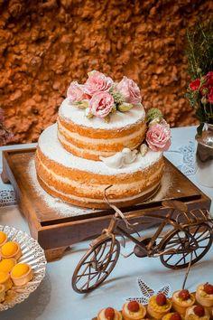 Bolo de Casamento Naked Cake, lindo, romântico e delicado! Ideal para casamentos ao ar livre!