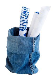 Pehmeiksi kuluneita farkkuja on sääli heittää pois.Yhdetkin vanhat suosikit riittävät moneen tarpeelliseen tavaraan.farkut denim käsityot ohje
